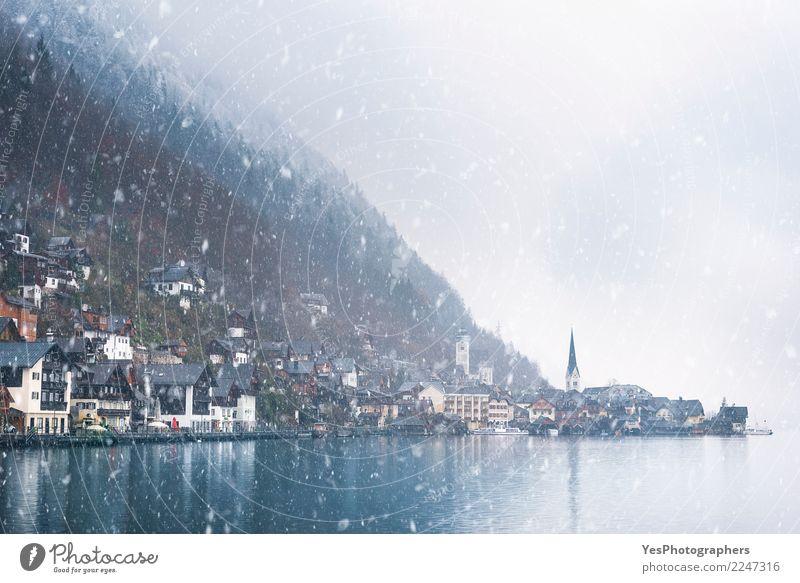 Österreichische Bergstadt unter Schneefall Ferien & Urlaub & Reisen Haus Berge u. Gebirge Gebäude See Wetter Kirche Europa Fröhlichkeit Alpen