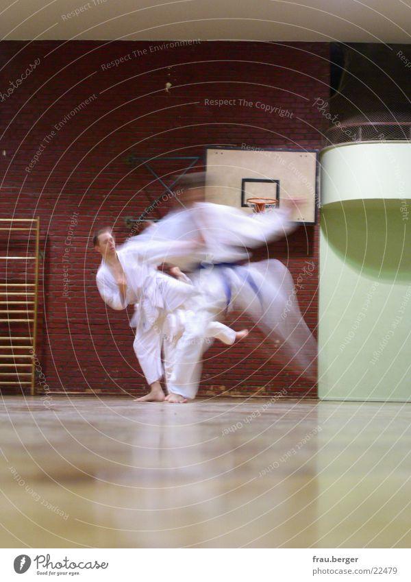 karatekata Karate Kata Sport Bewegung üben Mensch Lagerhalle kämpfen