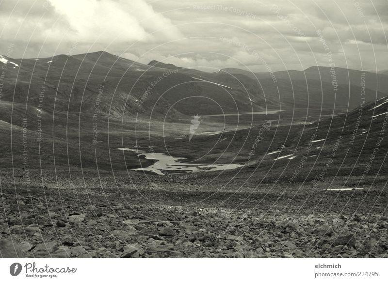 norwegische Weite Himmel Natur schön Einsamkeit Wolken Landschaft Erholung Ferne Berge u. Gebirge Felsen Reisefotografie Stimmung Wetter Hügel Norwegen