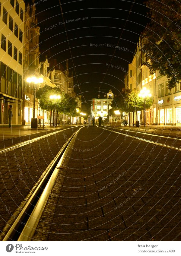 erfurt anger bei nacht Straße Lampe leer Gleise Ladengeschäft Thüringen Erfurt