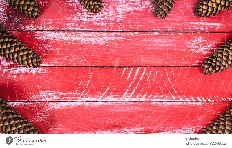 Roter hölzerner Hintergrund mit Kegeln Design Dekoration & Verzierung Tisch Weihnachten & Advent Silvester u. Neujahr Natur Holz natürlich braun rot Tradition
