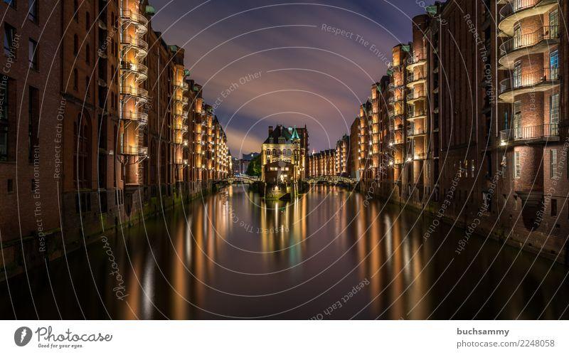 Wasserschloss in der Speicherstadt Ferien & Urlaub & Reisen Tourismus braun orange rosa Textfreiraum Europa historisch Hamburg violett Elbe Weltkulturerbe