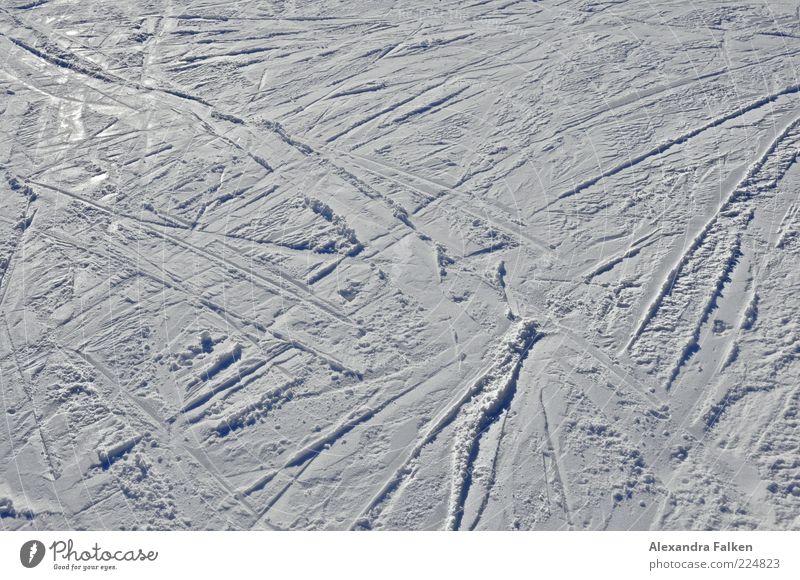 Kreuz und quer II. Ferien & Urlaub & Reisen Winter kalt Schnee Eis glänzend Ausflug Freizeit & Hobby Skifahren Frost Spuren gefroren Wintersport Saison Winterurlaub Skipiste