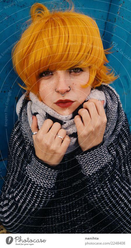 Mensch Jugendliche Junge Frau blau schön 18-30 Jahre schwarz Gesicht Erwachsene Lifestyle feminin Stil Haare & Frisuren Mode orange Haut