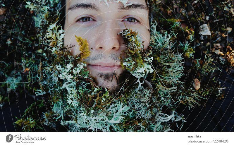 Junger Mann mit Moos als Bart Mensch Natur Jugendliche Pflanze grün weiß Winter Wald 18-30 Jahre schwarz Gesicht Erwachsene Leben Umwelt natürlich