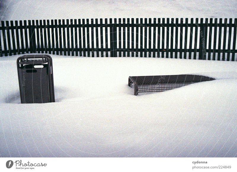 Eingeschneit Lifestyle Umwelt Winter Eis Frost Schnee Park ästhetisch Einsamkeit entdecken Erholung Langeweile Leben ruhig stagnierend Vergänglichkeit verlieren