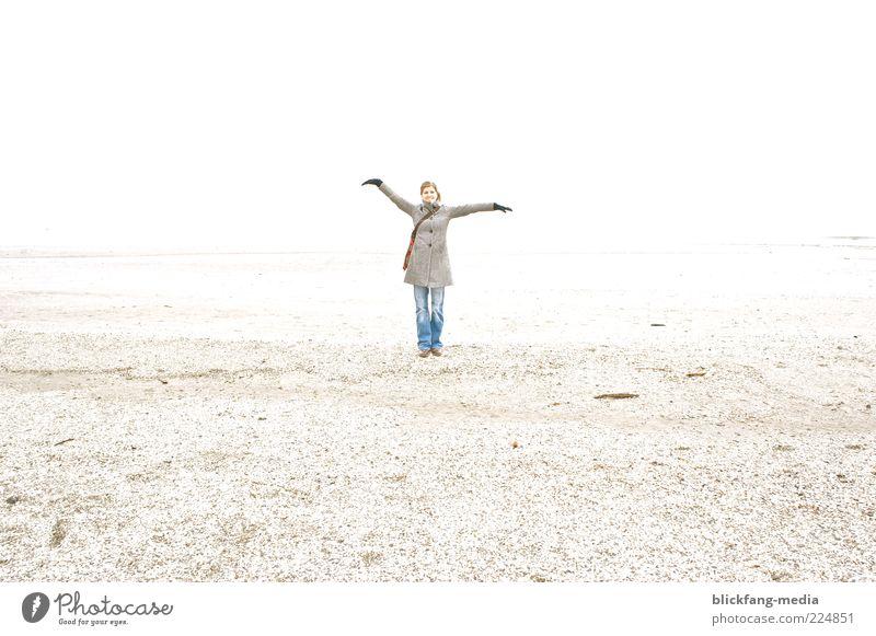farewell Mensch Frau Himmel Jugendliche Wasser Ferien & Urlaub & Reisen Meer Winter Strand Einsamkeit Erwachsene Ferne Leben Freiheit Bewegung Sand