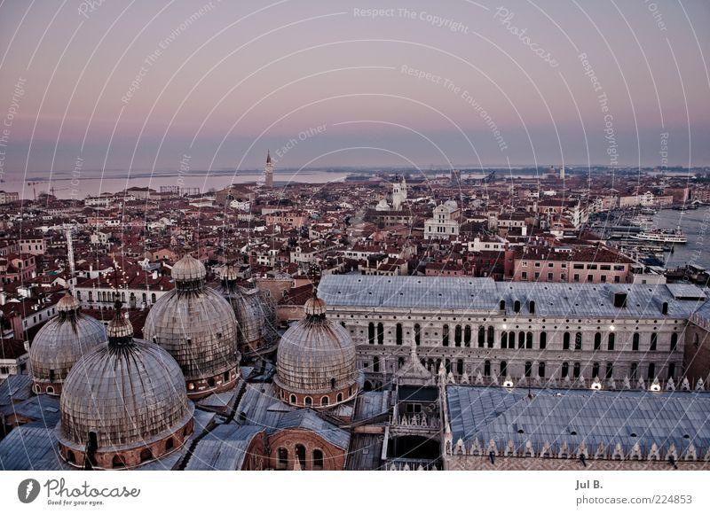 Das wunderschöne Venedig Stadt Ferne Stein Lifestyle ästhetisch Dach chaotisch Altstadt Kuppeldach Altbau Lagune Italien