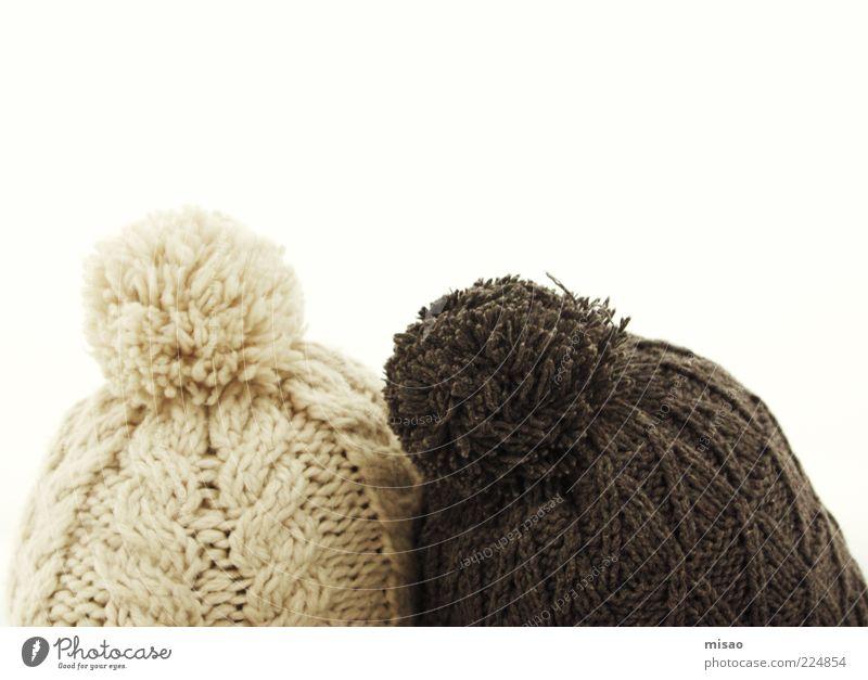 just the two of us Winter Schnee Kopf 2 Mensch Himmel Stoff Mütze berühren frieren träumen Freundlichkeit Zusammensein Unendlichkeit hell kuschlig braun weiß