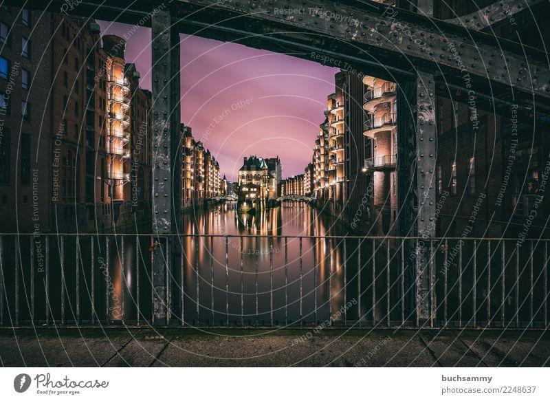 Wasserschloss Speicherstadt Hamburg Ferien & Urlaub & Reisen Architektur Tourismus Textfreiraum Europa historisch Wahrzeichen Elbe Weltkulturerbe Lagerhaus