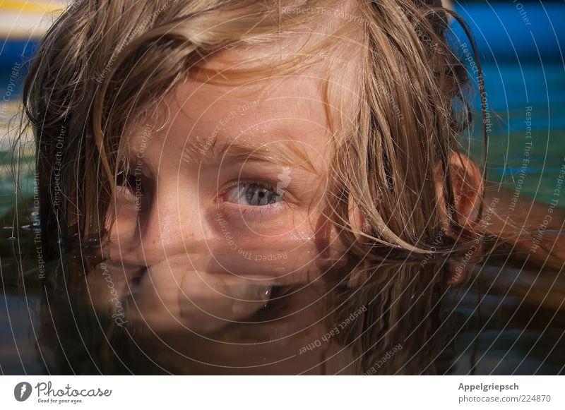 Nase zu und durch Schwimmen & Baden Kind Junge Kindheit Kopf Gesicht 1 Mensch 8-13 Jahre Wasser Sommer Blick Coolness nass Neugier niedlich Mut Freizeit & Hobby