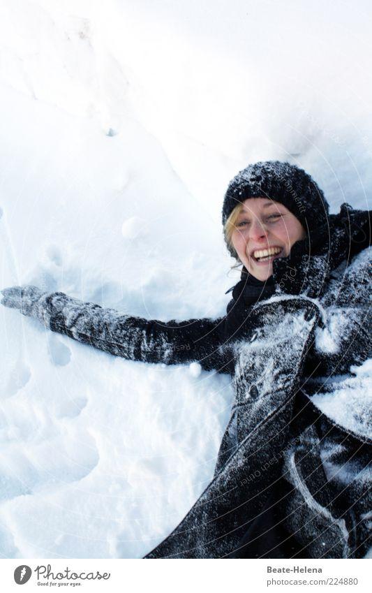 Schneefeste Stimmung! Mensch Natur Jugendliche weiß schön Freude Winter schwarz Erwachsene Erholung Schnee Spielen lachen Glück blond wild