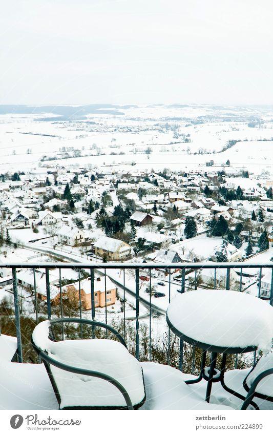 Draußen nur Kännchen Winter Ferne Schnee Berge u. Gebirge Landschaft Stimmung Horizont Tisch Perspektive Stuhl Gastronomie Dorf Restaurant Aussicht Geländer