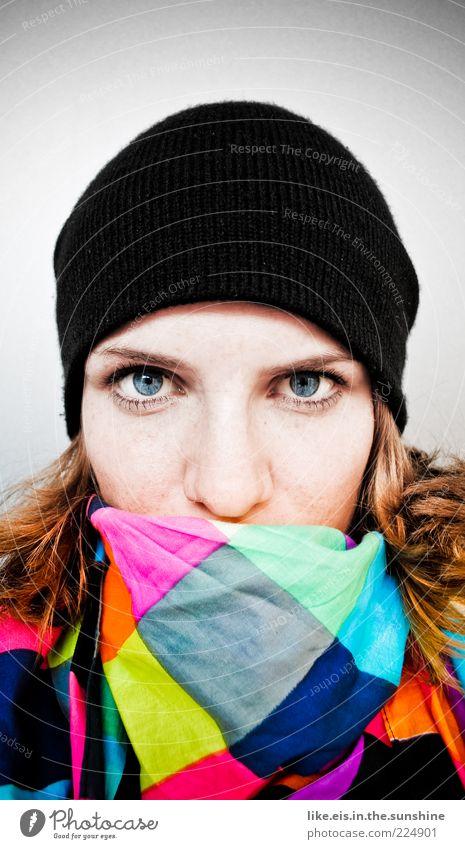 modebewusste gangsterbraut Gesicht feminin Junge Frau Jugendliche Kopf Auge 1 Mensch 18-30 Jahre Erwachsene Halstuch Mütze brünett rothaarig beobachten Coolness
