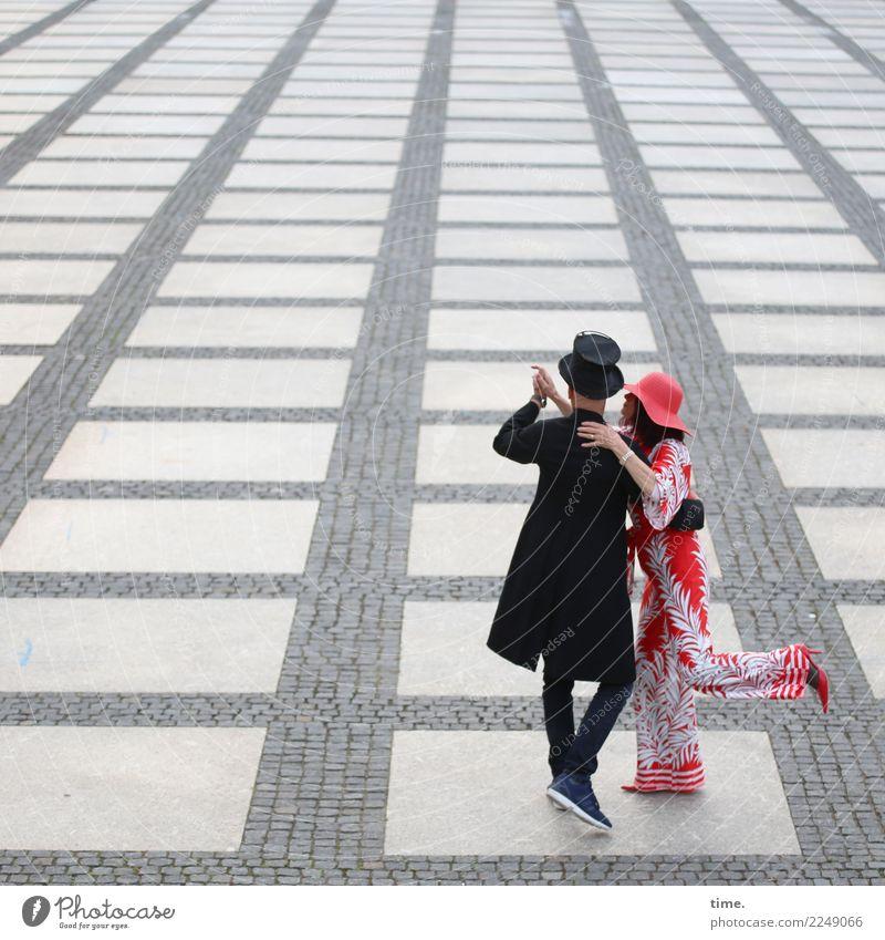 Freizeitspaß   auf dem Chemnitzer Theaterplatz Frau Mensch Mann Freude Erwachsene Leben Wege & Pfade Sport feminin Bewegung außergewöhnlich Stein Zusammensein