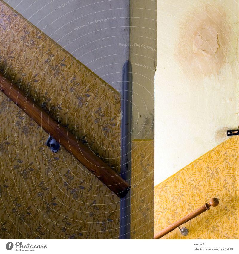 rauf oder runter? alt schön Einsamkeit gelb Wand Mauer Linie Treppe ästhetisch authentisch retro Wandel & Veränderung einfach Dekoration & Verzierung Tapete Geländer
