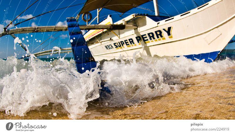 Sintflut Wasser Sommer Strand Meer Wellen Urelemente Wasserfahrzeug exotisch Tradition Brandung Segelboot Anschnitt Bildausschnitt Gischt maritim Wellengang