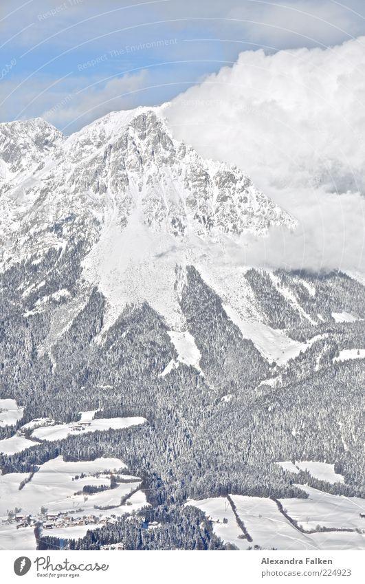 Wolke an Berg. Umwelt Natur Landschaft Urelemente Erde Luft Himmel Wolken Winter Klima Wetter Schönes Wetter Schnee Wald Hügel Felsen Alpen Berge u. Gebirge