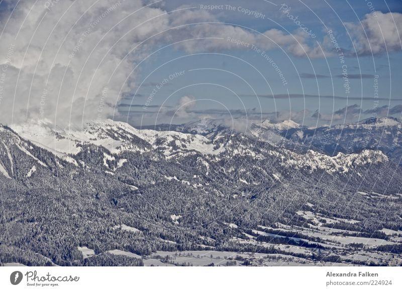 Weitblick. Umwelt Natur Landschaft Urelemente Luft Himmel Wolken Sonnenlicht Winter Klima Wetter Schönes Wetter Schnee Wald Hügel Felsen Alpen Berge u. Gebirge