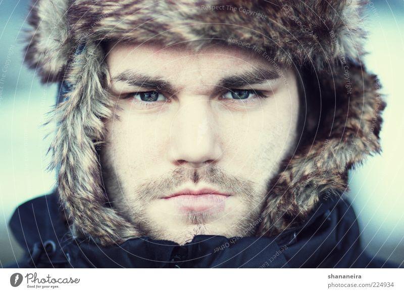 Nanook of the North Stil Mensch maskulin Junger Mann Jugendliche Gesicht Winter Mütze Bart frieren kalt rebellisch stark blau Coolness Kraft Mut authentisch