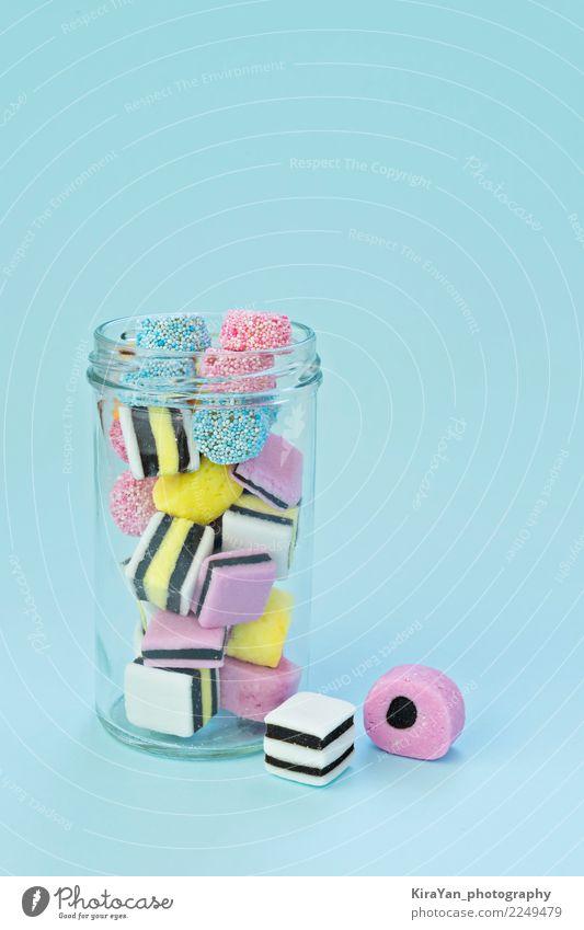 Farbige Kaubonbons in einem Glasgefäß blau Farbe rot Freude gelb außergewöhnlich Feste & Feiern Menschengruppe rosa Textfreiraum hell lecker Süßwaren Dessert