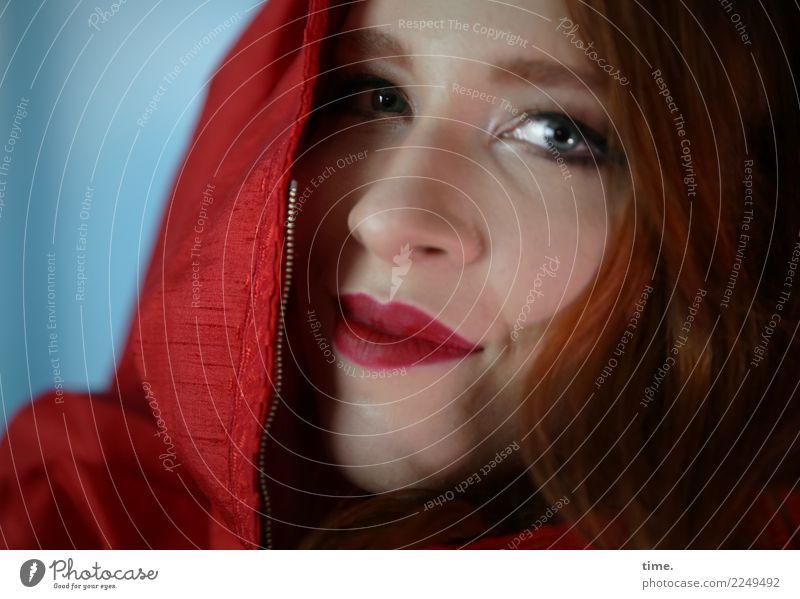 Anastasia Frau Mensch schön rot Erwachsene Leben feminin Kreativität Lebensfreude Perspektive beobachten Coolness Neugier Schutz Sicherheit Kleid