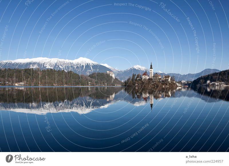 take the long way home Winter Schönes Wetter Eis Frost Alpen Berge u. Gebirge Schneebedeckte Gipfel Seeufer Insel Bled Kleinstadt Altstadt Menschenleer Kirche