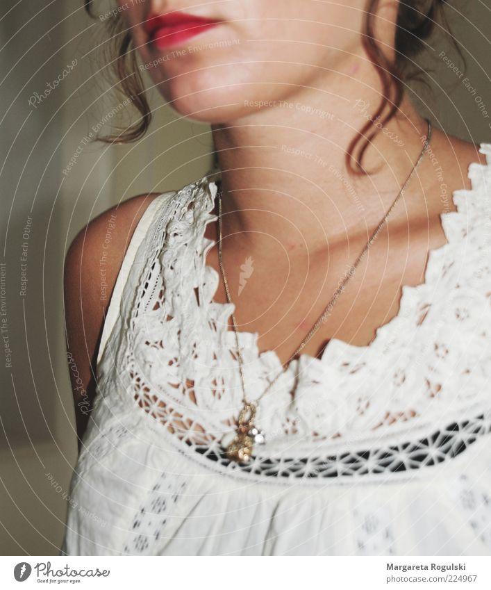 Ketten elegant schön Haut Erholung Mensch Junge Frau Jugendliche Mund Lippen Mode Bekleidung Schmuck Halskette Locken trendy natürlich feminin weich