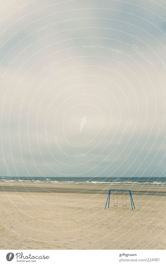 playstation Umwelt Natur Landschaft Urelemente Sand Wasser Himmel Wolken schlechtes Wetter Wellen Küste Strand Nordsee Meer Insel weitläufig Schaukel Spielzeug