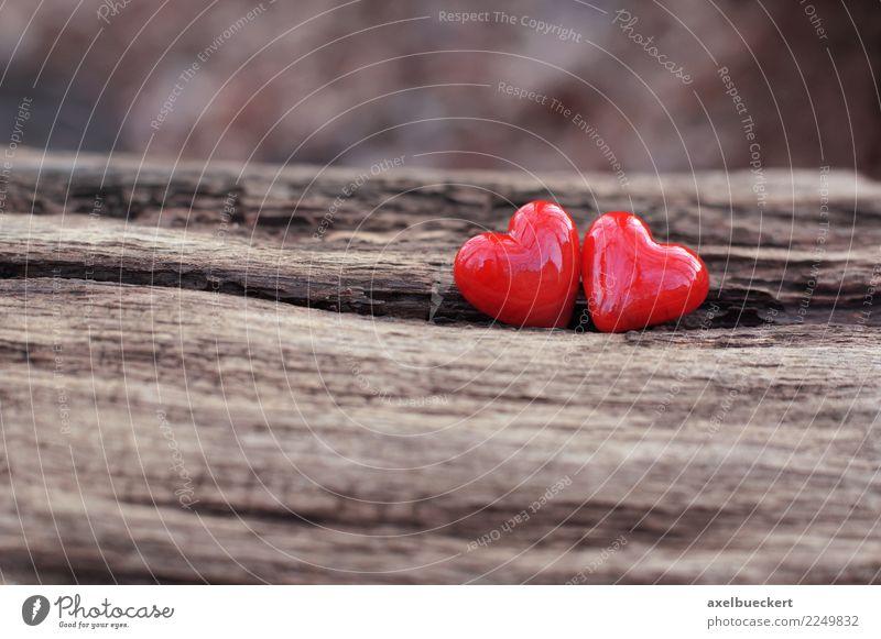 2 Herzen Valentinstag Weihnachten & Advent Baum Liebe Leidenschaft Hintergrundbild Symbole & Metaphern herzförmig Keramik Holz rot Liebespaar Zusammensein
