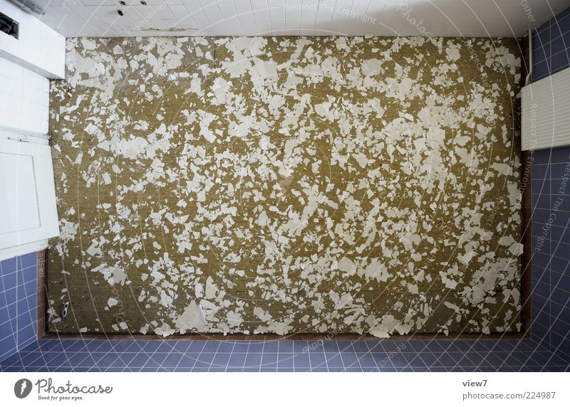kein Neuschnee. Raum Haus Gebäude Architektur Stein Beton Kunststoff alt authentisch blau Verfall Vergangenheit Vergänglichkeit übersichtlich Fliesen u. Kacheln