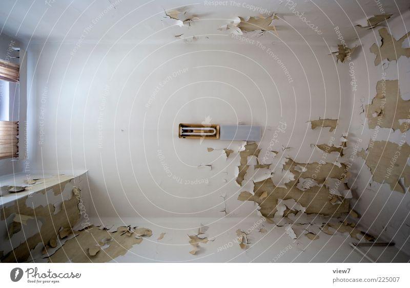 the light2 alt weiß Wand Fenster oben Mauer Lampe ästhetisch Perspektive Innenarchitektur kaputt authentisch Wandel & Veränderung Vergänglichkeit verfallen