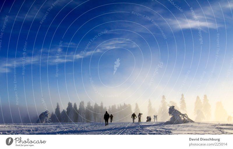 Winterwanderland Mensch Himmel Natur blau weiß Wolken Wald Landschaft Schnee Luft Eis gehen Nebel wandern mehrere