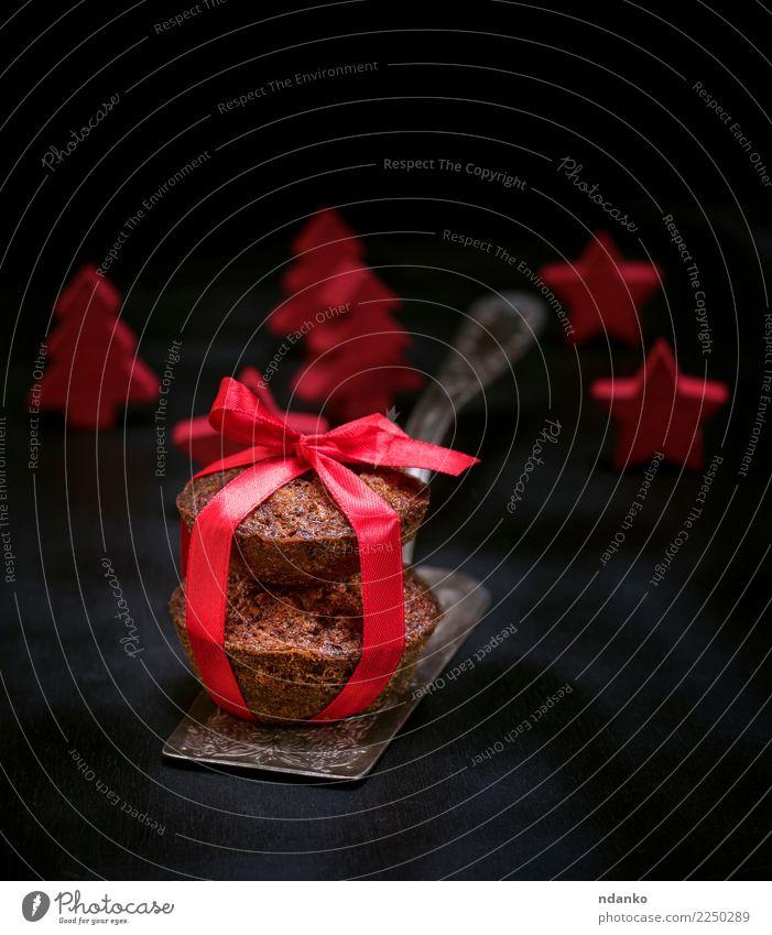 Zwei kleine Kuchen Dessert Süßwaren Tisch Feste & Feiern Holz fahren frisch lecker braun rot schwarz weiß Cupcake Schokolade Muffin Hintergrund Bäckerei süß