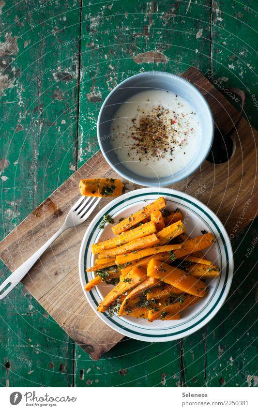 gesunder Snack Lebensmittel Joghurt Milcherzeugnisse Gemüse Möhre Petersilie Pfeffer Ernährung Essen Bioprodukte Vegetarische Ernährung Diät Fasten Teller