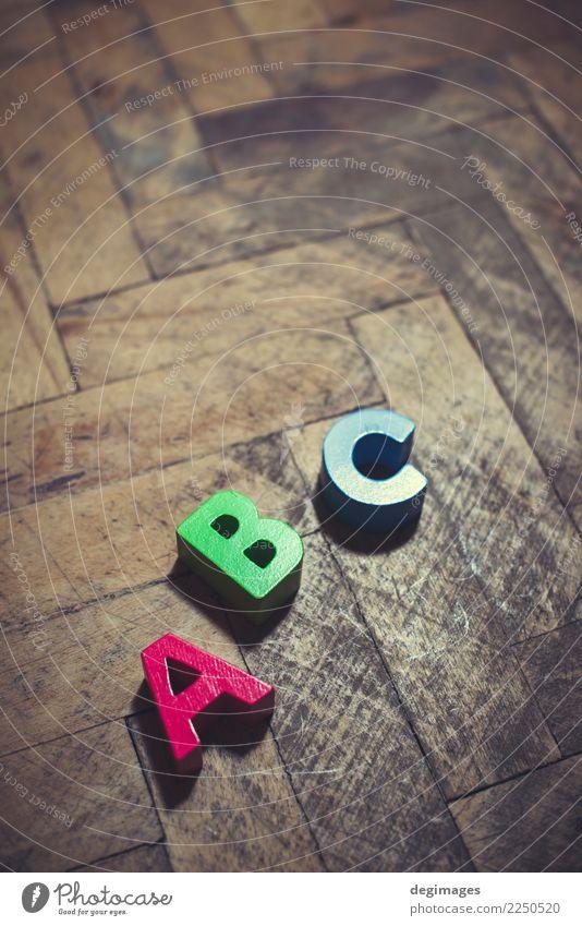 Bunte hölzerne Würfel Spielen Kind Schule Klassenraum Baby Kindheit Hand Spielzeug Holz weiß Farbe Alphabet Blöcke a b c Brief abc Briefe Klotz vereinzelt