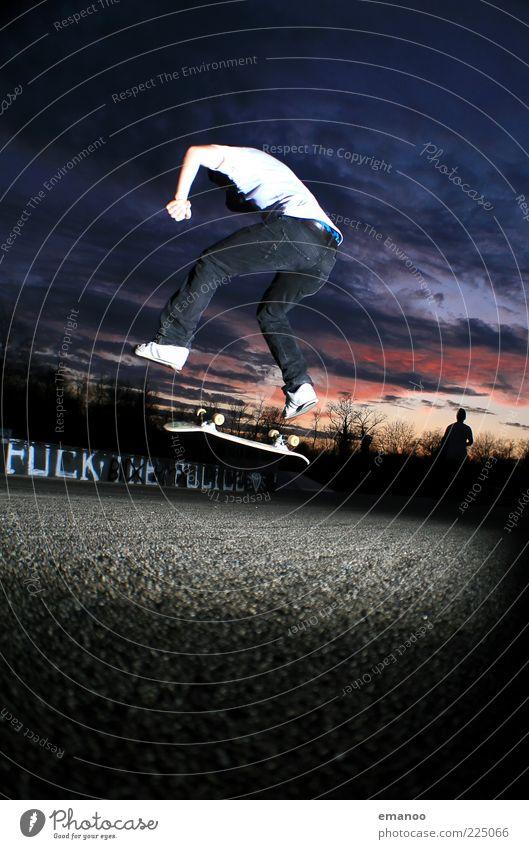 heel flip Mensch Himmel Mann Jugendliche Freude Erwachsene Sport Freiheit Graffiti Bewegung springen Stil maskulin Lifestyle Coolness einzigartig