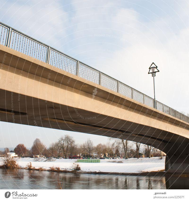 __/|¯¯¯¯¯¯¯¯|\__ Umwelt Natur Wasser Himmel Wolken Schönes Wetter Flussufer Höxter Brücke Geländer Brückengeländer Laterne Weihnachten & Advent kalt Architektur