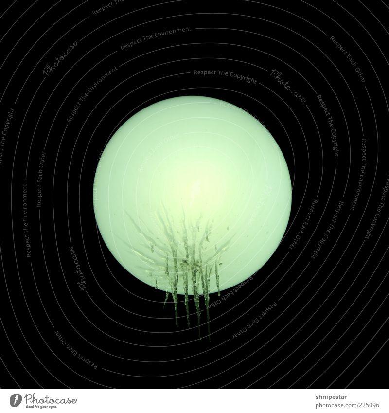 The Moon Kunst Umwelt Wasser Wassertropfen Mond Vollmond Winter Eis Frost Straßenbeleuchtung Lampe Glas Kugel frieren Eiszapfen Beleuchtung Licht dunkel