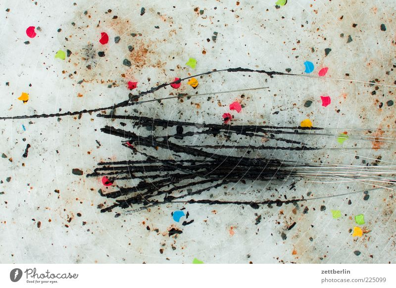 Die Wunderkerze danach Winter Feste & Feiern dreckig Müll Silvester u. Neujahr Rest Konfetti gebraucht verbrannt mehrfarbig Licht Pyrotechnik Ruß