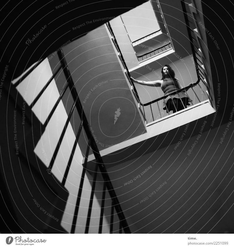Lique Innenarchitektur Treppenhaus Treppengeländer feminin Frau Erwachsene 1 Mensch Kleid brünett langhaarig beobachten festhalten Blick stehen schön