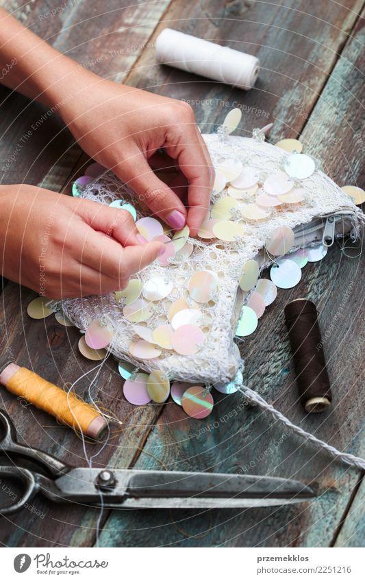 Dekorieren Geldbörse mit Pailletten mit folgenden DIY-Ideen Design Freizeit & Hobby Dekoration & Verzierung Tisch Handwerk Schere Mädchen Junge Frau Jugendliche