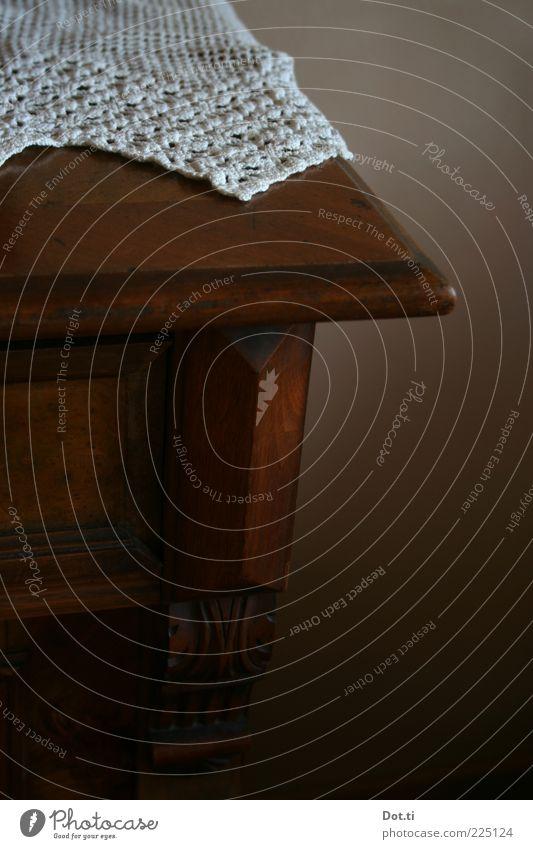 Gästezimmer Stil Dekoration & Verzierung Möbel Holz dunkel braun Tradition Häkeldeckchen Zierdeckchen gehäkelt altmodisch Antiquität Farbfoto Innenaufnahme