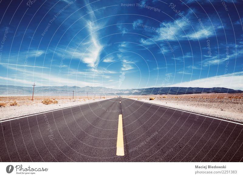 Death Valley-Wüstenstraße. Himmel Ferien & Urlaub & Reisen blau Sommer schön Landschaft Ferne Straße Wege & Pfade Freiheit Ausflug Horizont Abenteuer USA