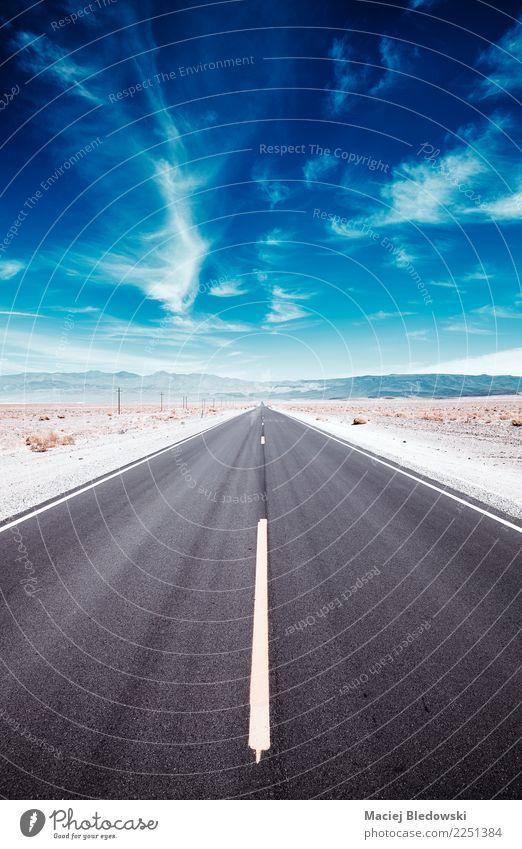 Death Valley-Wüstenstraße. Himmel Ferien & Urlaub & Reisen Sommer Landschaft Ferne Straße Wege & Pfade Tourismus Freiheit Ausflug Abenteuer USA Geschwindigkeit