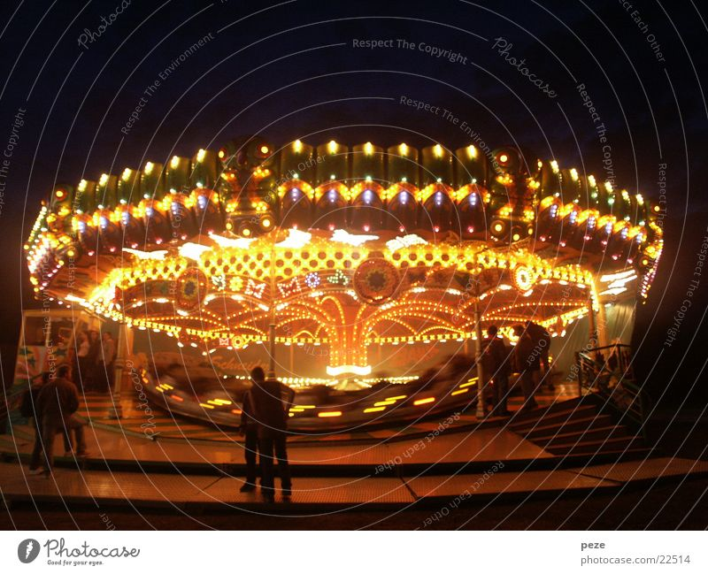 Ufo auf dem Rummel Bewegung Club Jahrmarkt Karussell