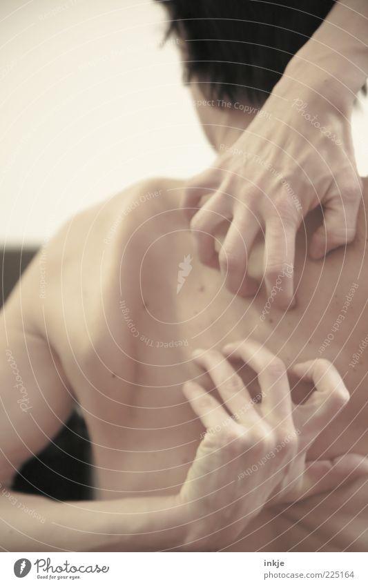 genau da! Mensch Hand hell Körper Rücken Haut Gesundheitswesen anstrengen Nervosität Bildausschnitt Sinnesorgane Anschnitt Erreichen kratzen Hautfarbe