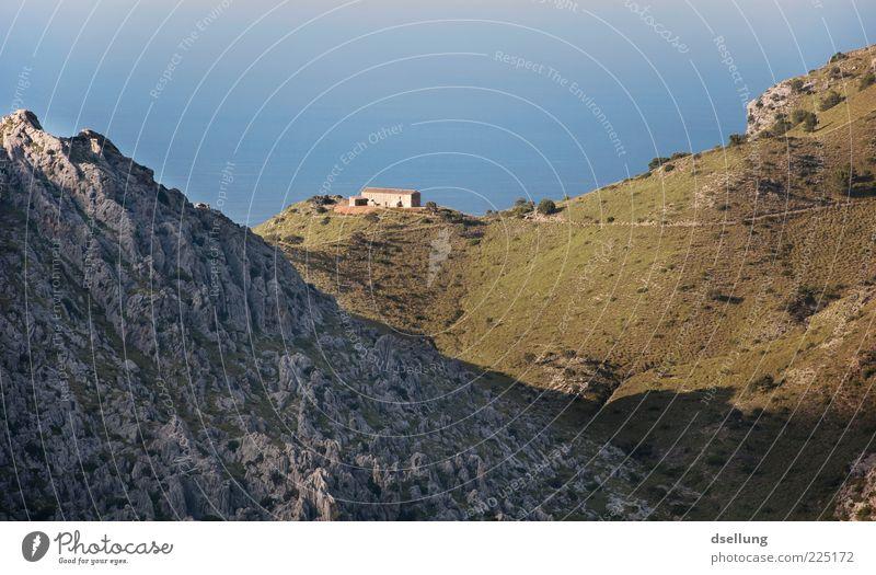 House of the Rising Sun Umwelt Natur Landschaft Wasser Sommer Schönes Wetter Hügel Felsen Berge u. Gebirge Küste Meer Insel Mallorca Haus Hütte alt Ferne blau