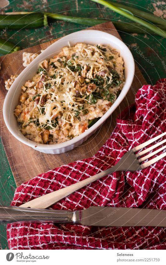 Gemüseauflauf Lebensmittel Auflauf Nuss Käse Zucchini Frühlingszwiebel Ernährung Essen Mittagessen Abendessen Bioprodukte Vegetarische Ernährung Geschirr