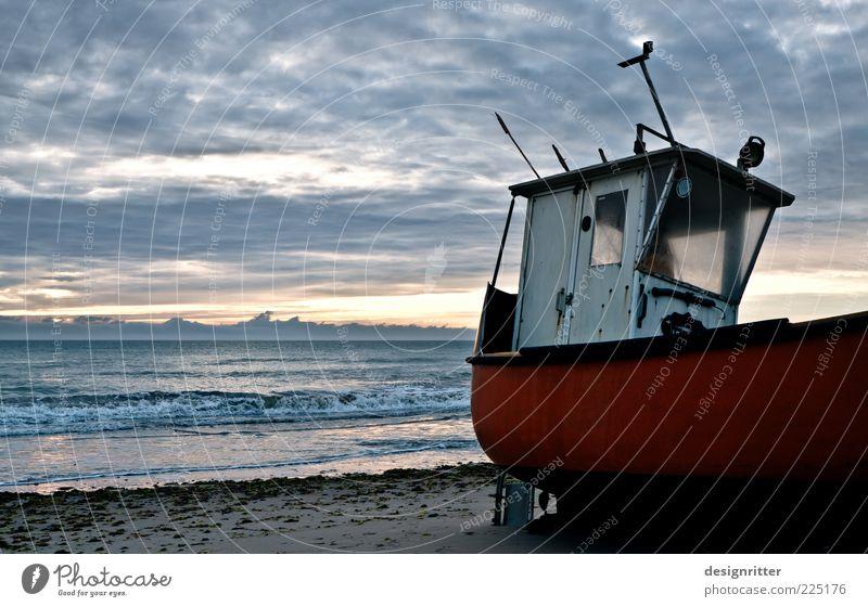 angekommen Himmel alt Sommer Strand Ferien & Urlaub & Reisen Meer ruhig Küste Wetter Wellen Horizont Klima Nordsee Wasserfahrzeug Sommerurlaub Bildausschnitt